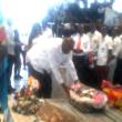 Christopher Ngoy Mutamba, entouré de Jean-Bosco Puna et