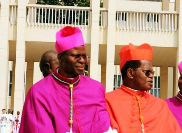 Diocèse d'InongoL'Evêque Donatien Bafuidinsoni succède à Mgr Philippe Nkiere