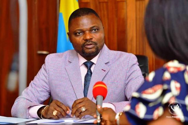Emery Okundji Ndjovu Gratuité de l'enseignement