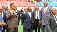 Ilunga Ilunkamba, Amos Mbayo et Constant Omari visitant le stade des Martyrs