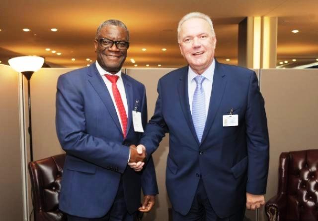 Le commissaire européen Neven Mimica et le Dr Denis Mukwege photo prise par Erick Ks