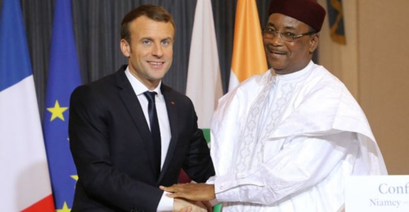 Mahamadou Issoufou avec Emmanuel Macron à Paris