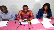 Me Carlos Mupili avec les membres de la DCDHE au cours d'un point de presse à Kinshasa