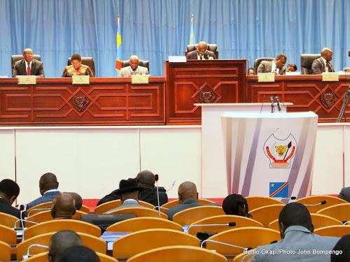 Les membres du bureau de l'Assemblée nationale au palais du peuple à Kinshasa, le 31/05/2017 lors de la présentation du budget 2017 par le Premier ministre, Bruno Tshibala. Radio Okapi/Ph. John Bompengo