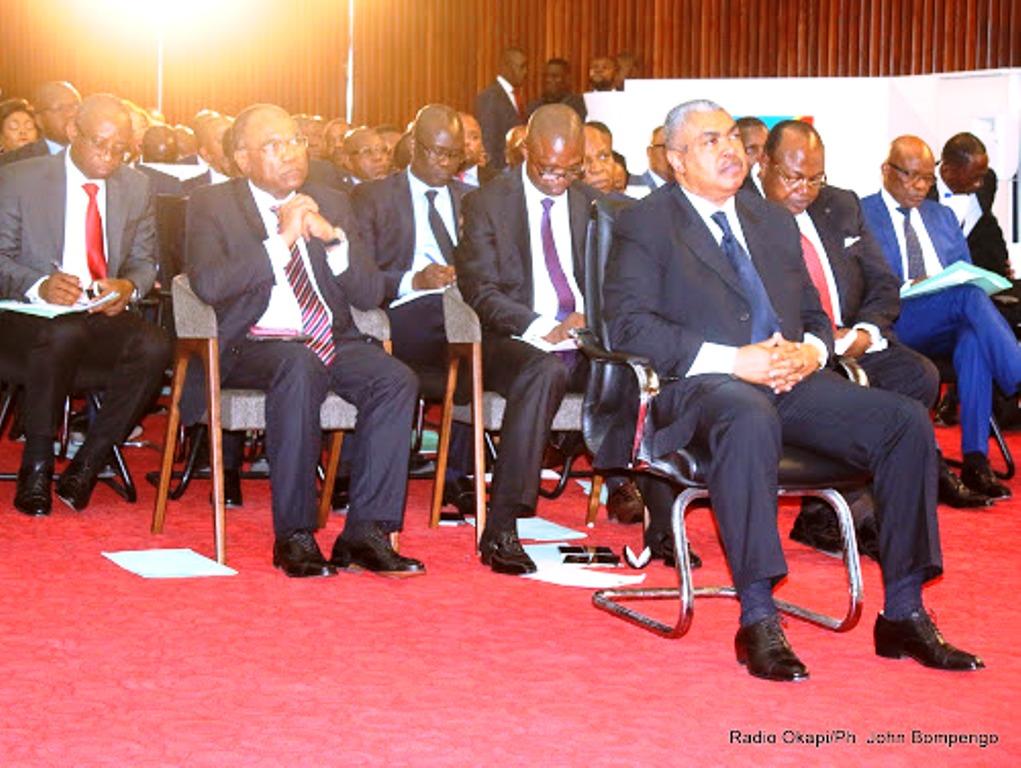 Le Premier ministre Samy Badibanga et les membres de son gouvernement lors de l'investiture du gouvernement à l'Assemblée nationale le 22/12/2016 à Kinshasa. Radio Okapi/Ph. John Bompengo