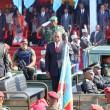 Au centre (cravate rouge), le Président Joseph Kabila saluant l'étendard ce 30/06/2011 à Lubumbashi, lors du défilé marquant le 51ème anniversaire de l'indépendance de la RDC. Radio Okapi/ Ph. Cathy Kongolo