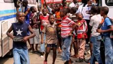 Des enfants le 20/11/2011 à Kinshasa, lors de la campagne électorale d'un candidat aux élections de 2011 en RDC. Radio Okapi/ Ph. John Bompengo