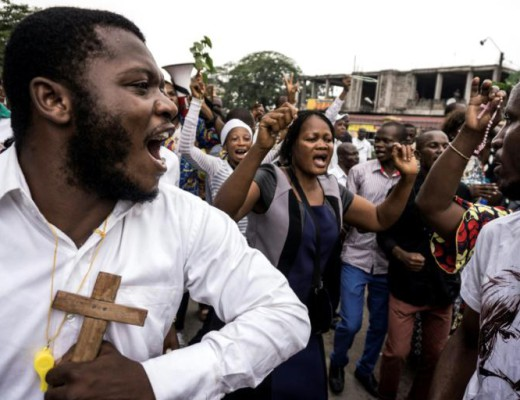 marche manifestants catholique