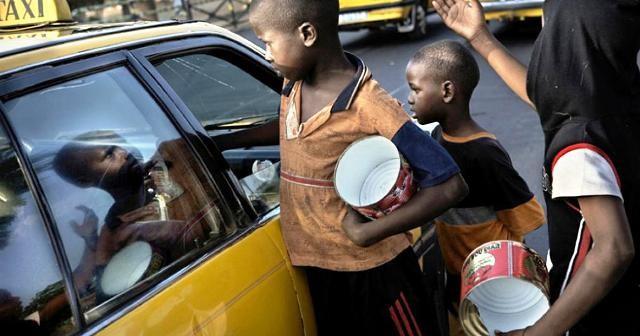 petits enfants sont initiés à la mendicité à Kinshasa