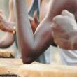 un spectacle de percussions en rdc par des kuluna au Centre Wallonie Bruxelles Kinshasa